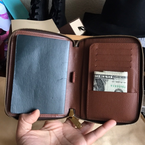 7e7c6258614 Louis Vuitton Handbags - ❤️LAST PRICE❤️Louis Vuitton Zippy Passport Wallet